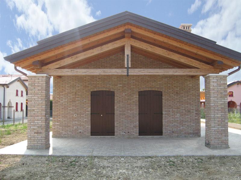 Case con portico in legno casette e pergolati in legno for Casetta con avvolgente portico